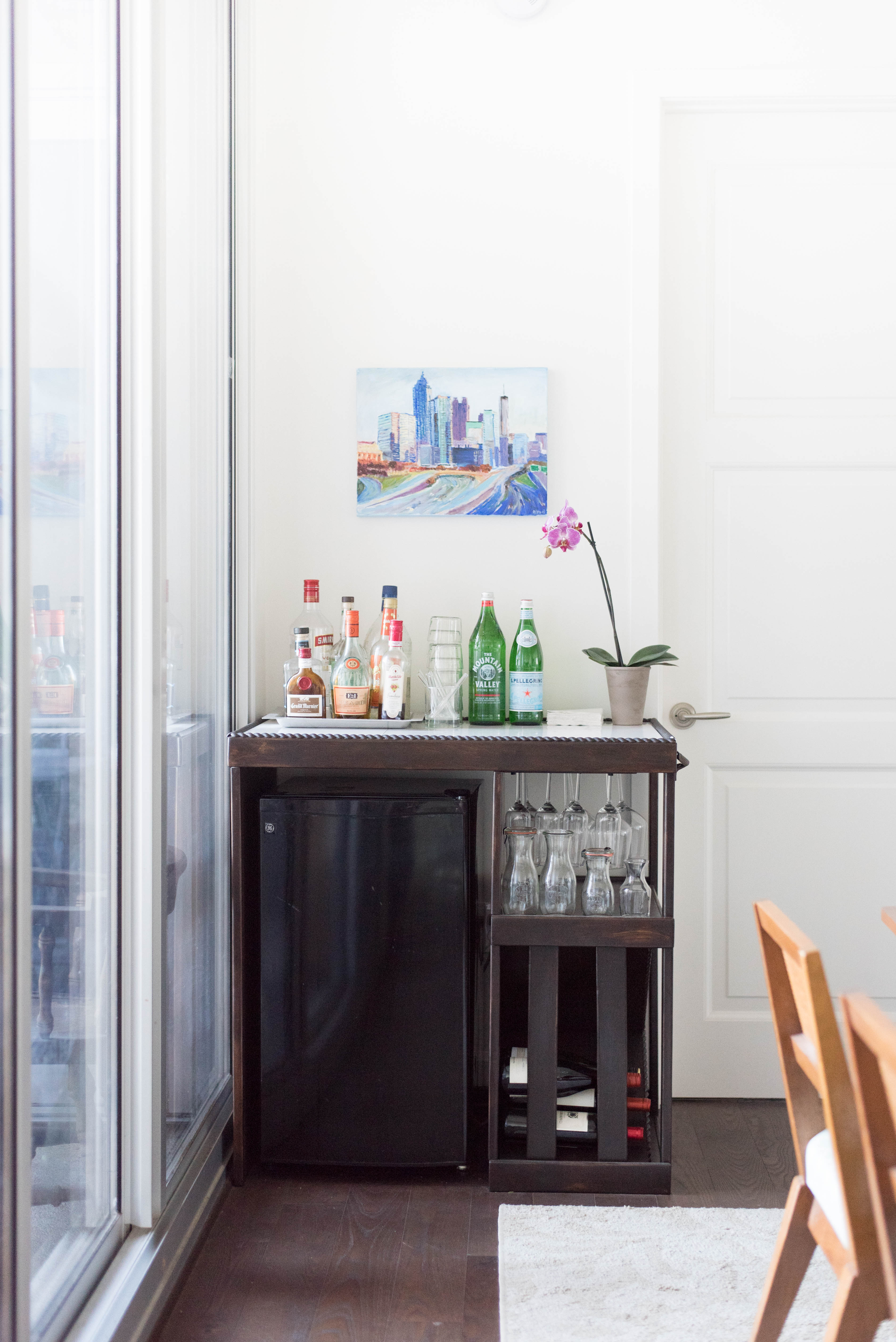 Mini fridge + bar